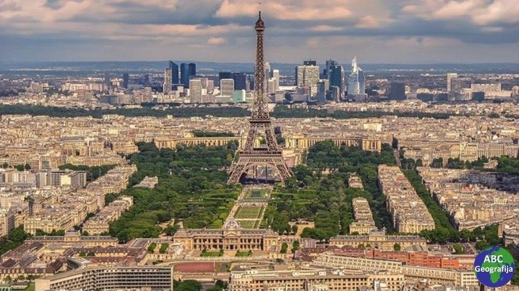 Panorama Pariza s Eiffelovim tornjem