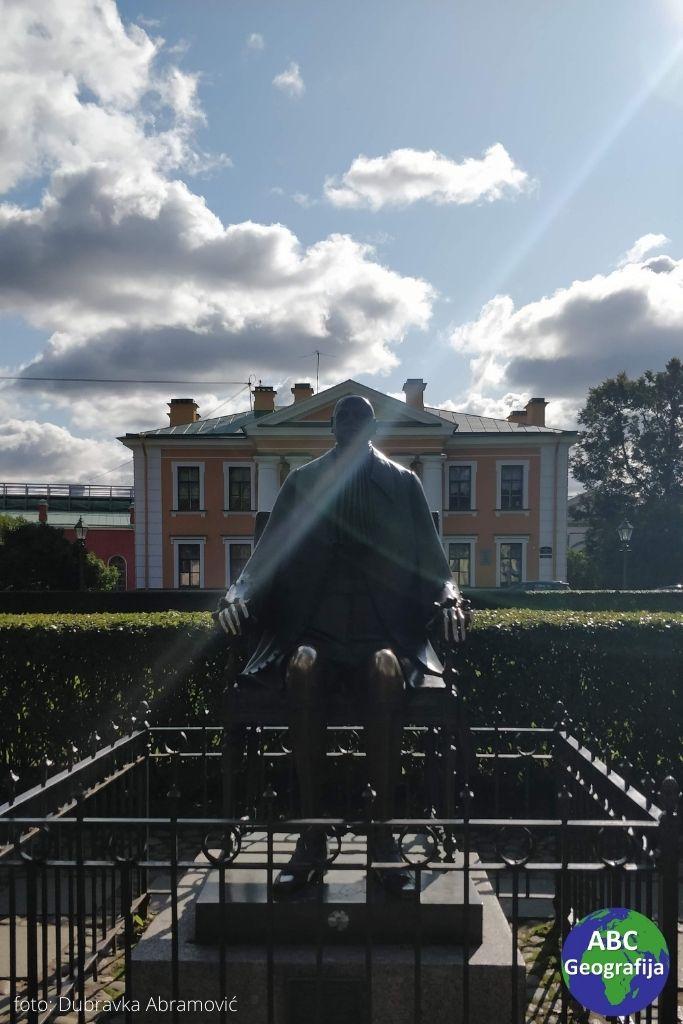 Neobična skulptura Petra Velikog