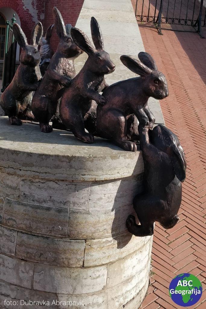 Skulptura zečeva na Zečjem otoku