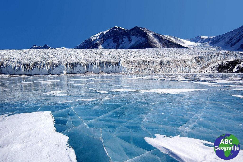 Ledenjačko jezero Fryxell, Transantarktičke planine