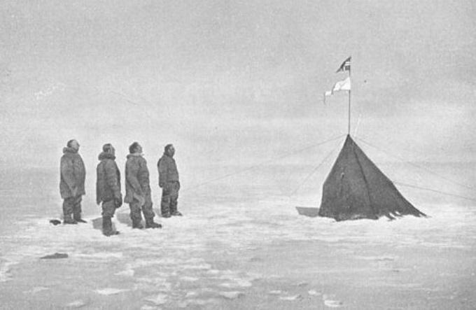 Roald Amundsen i njegova posada, na južnom polu 1911. godine