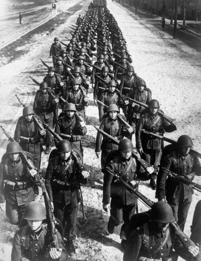 Pješaštvo poljske vojske maršira 1939. godine