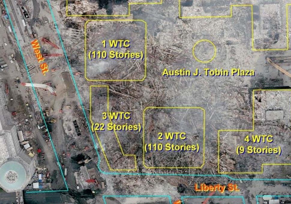 Pogled iz zraka na lokaciju Svjetskog trgovačkog centra nakon napada i odstranjivanja preostalih dijelova zgrada – izvorne pozicije zgrada označene su žutom bojom